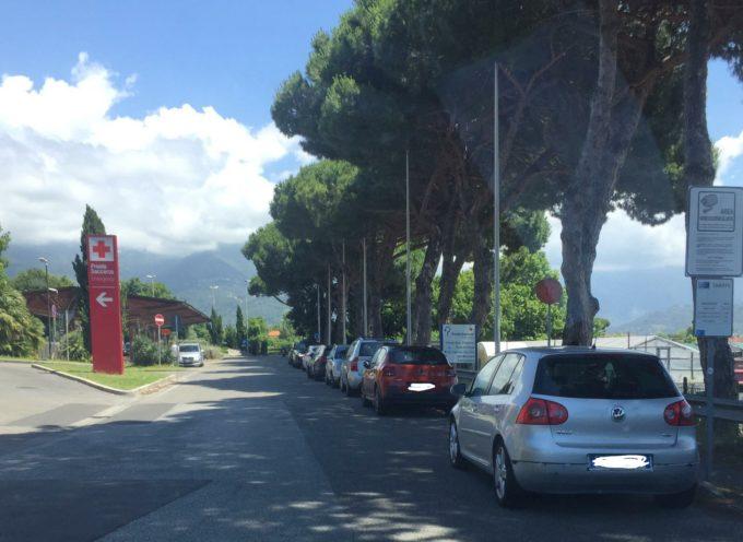 Viareggio, Benedusi (FDI): parcheggi incauti all'Ospedale Versilia