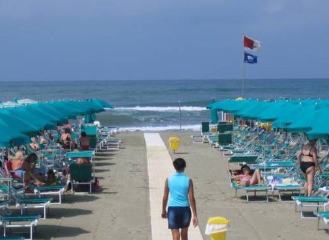 Riapertura spiagge, cartelloni uguali per tutti i comuni del litorale con le norme da seguire