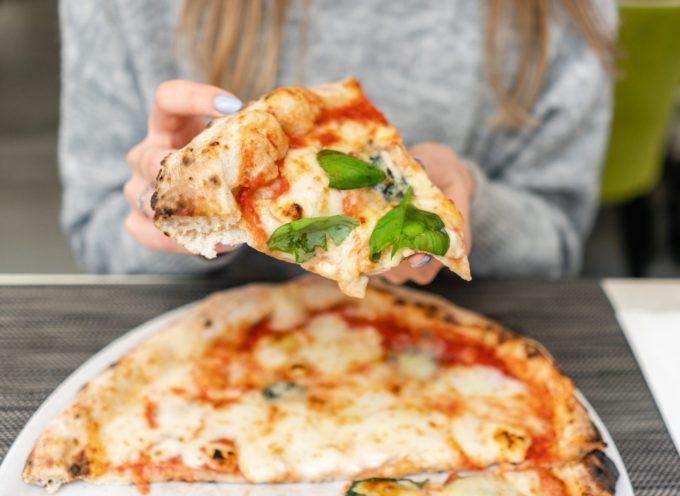 La pizza Margherita compie 131 anni, ma le vendite sono dimezzate a causa del coronavirus