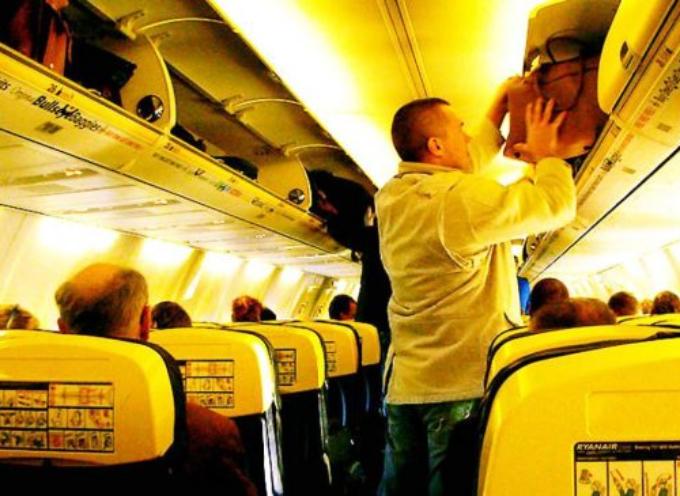 per motivi sanitari: dal 26 giugno vietato portare trolley a bordo degli aerei.