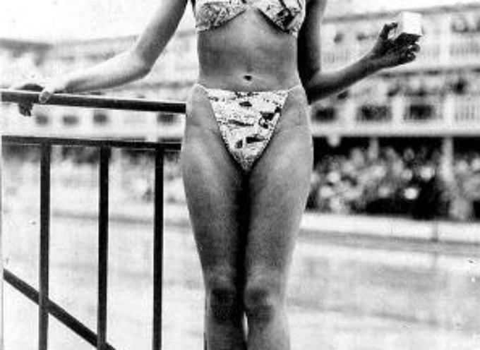 """il 5 luglio 1946 nasce il costume in due pezzi, il """"bikini""""."""