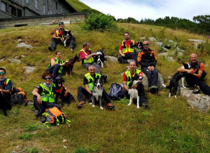 La Scuola Nazionale Unità Cinofile del Soccorso Alpino in addestramento sull'Abetone in Val di Luce.