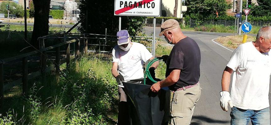 A Paganico, sabato mattina l'hanno ripulita dai rifiuti abbandonati