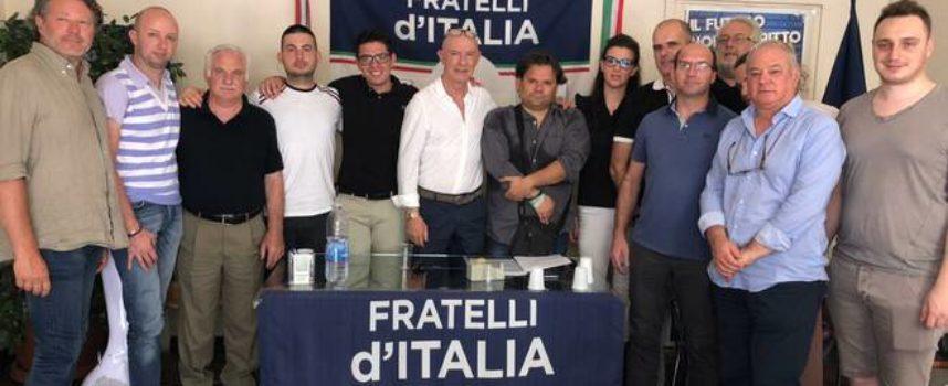 Anche a Capannori Fratelli d'Italia raccoglie le firme per chiedere le dimissioni del Governo Conte e per indire le elezioni a settembre.