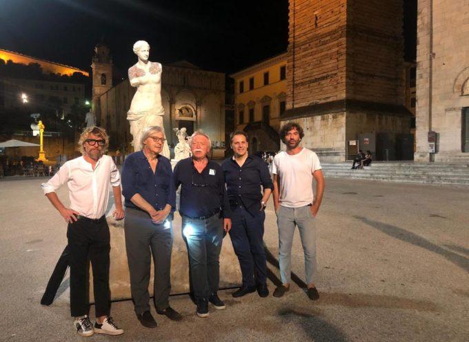 """Vittorio Sgarbi a Pietrasanta per """"vedere"""" Viale"""