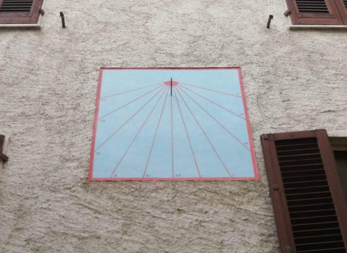 Restaurata una meridiana nel paese di Cardoso