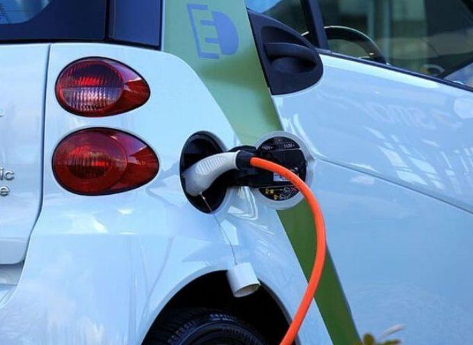 Auto elettriche, produzione al collasso: il settore sta per morire?