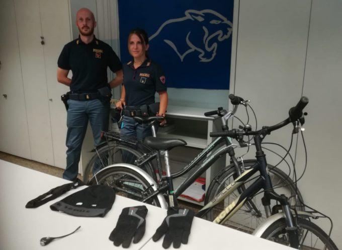 Ruba due biciclette da un condominio a Sant'Anna; subito arrestato
