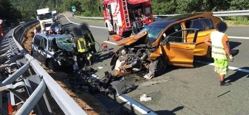 Due turisti tedeschi sono morti in uno scontro frontale tra due auto avvenuto in A15,