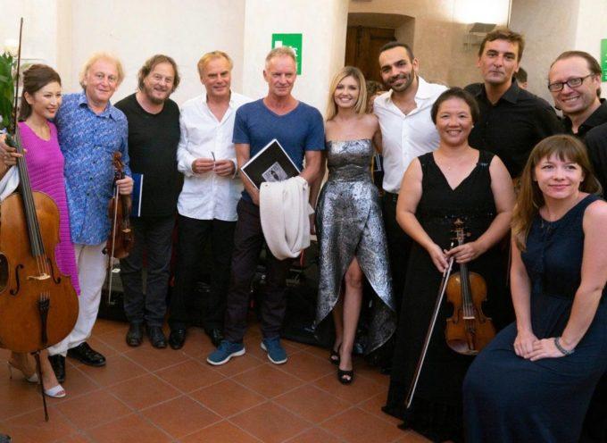 """Sting e Zucchero applaudono """"Pietrasanta in Concerto"""" e la rassegna diretta da Michael Guttman si chiude con un trionfo"""
