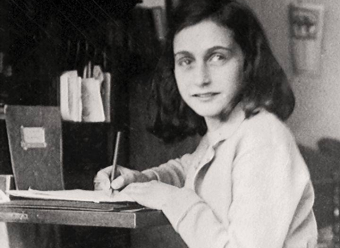 il 4 agosto 1944: una donna fa una soffiata e denuncia la presenza di Anna Frank