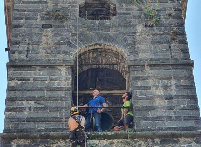 Un cornicione si stacca dal campanile di Fabbriche di Vallico