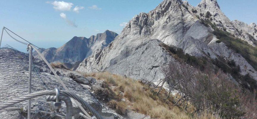 Si è concluso l'intervento al Monte Contario dove sono stati tratti in salvo due escursionisti colti da sfinimento a causa del caldo e dall'esaurimento delle scorte di acqua.