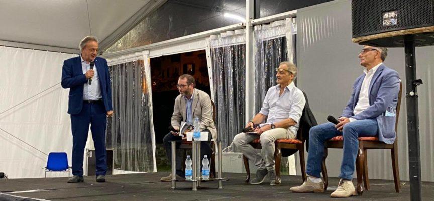 """Castelnuovo, sono stati presentati il progetto della biblioteca diffusa ed il libro: """"Garfagnana Isola Fantastica"""" di Alberto Cresti."""