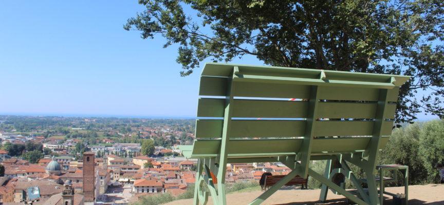 """inaugurata la prima """"Panchina Gigante"""" della costa tirrenica,"""