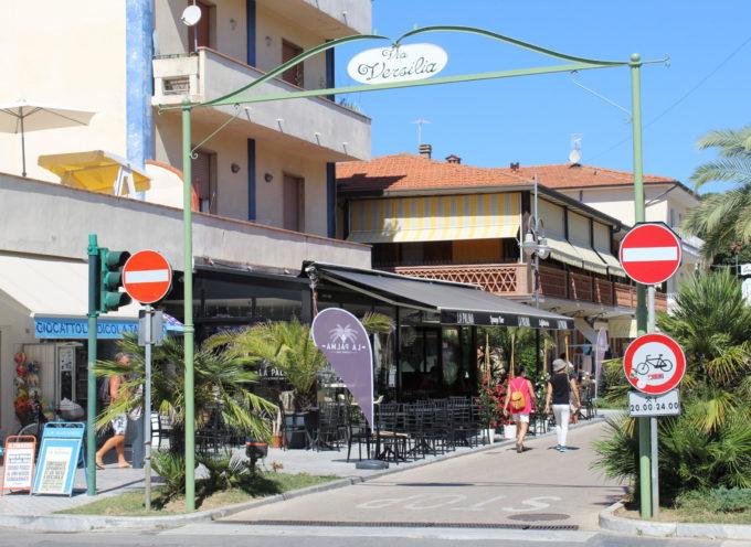 via Versilia sempre più centro commerciale naturale, installato anche il portale