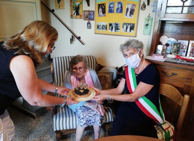 Anna Lucchesi Giuntini compie 100 anni: gli auguri dell'amministrazione comunale