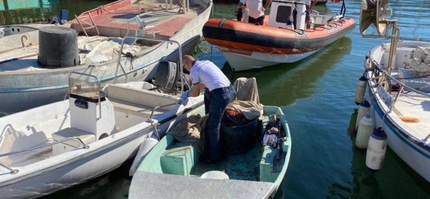 Pesca irregolare: sequestrata barca e rete in porto