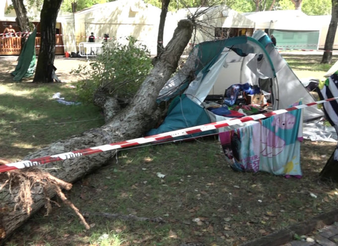 Lutto cittadino a Massa per la tragica morte delle due sorelline: aperta un'inchiesta