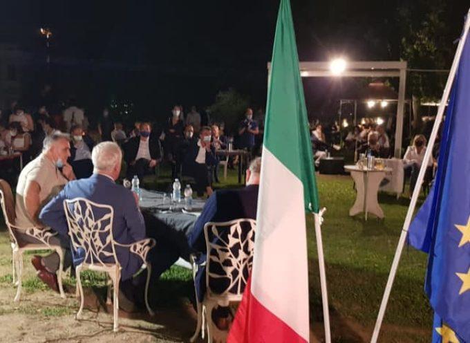 Ora al Caffè della Mura a Lucca, tra la gente con Eugenio Giani a parlare di Toscana