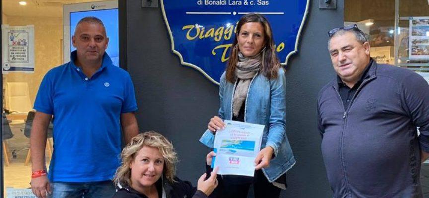 E' iniziata la consegna dei premi della Lotteria degli Acquisti organizzata ad agosto dall'Associazione Compriamo a Castelnuovo