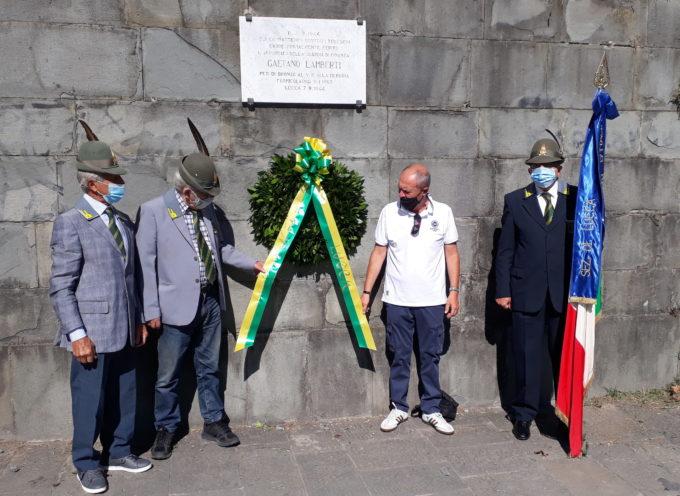 in Piazzale Verdi a Lucca una piccola rappresentanza di Finanzieri in congedo ha ricordato la figura dell'App. Gaetano Lamberti