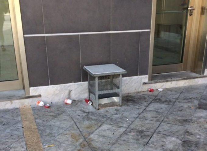 Vandalismi nel centro di Querceta: appelli inutili, il Comune adotta la linea dura