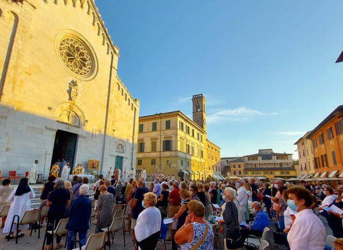 Madonna del Sole, grande partecipazione in Piazza Duomo per la Santa Messa all'aperto