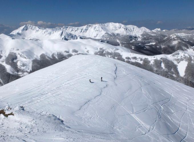 """Rischio valanghe sulle Apuane: """"Non è il momento di venire in montagna"""""""