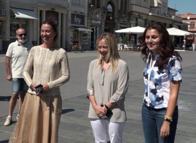 """Giorgia Meloni a Viareggio: """"Siamo qui per un'alternativa alla Toscana"""""""
