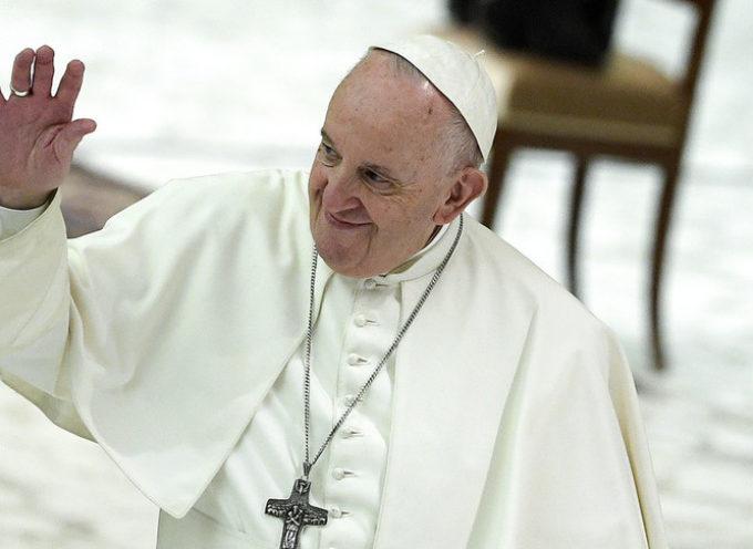 Il Papa, sì a una legge sulle unioni civili per le coppie gay