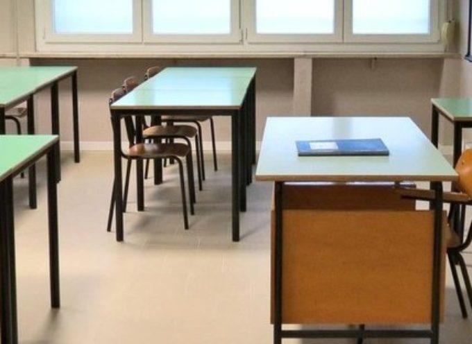 Madre a scuola durante la lezione: è interruzione di pubblico servizio