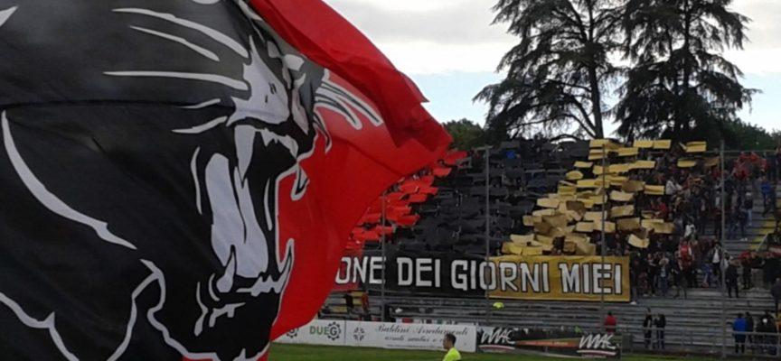 la Lucchese  comunicato che la conduzione  della squadra è stata affidata al vice di Monaco, ovvero ad Oliviero Di Stefano.