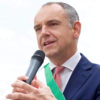 Luca Menesini firma l'ordinanza: gli uffici e le attività di Capannori dovranno aerare i locali