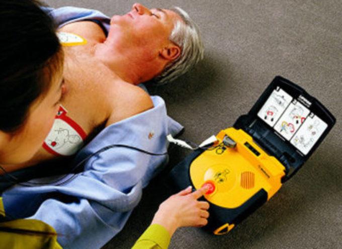 Il Consorzio Mare Versilia di Pietrasanta fornisce l'Istituto Comprensivo Martiri di Sant'Anna di un defibrillatore