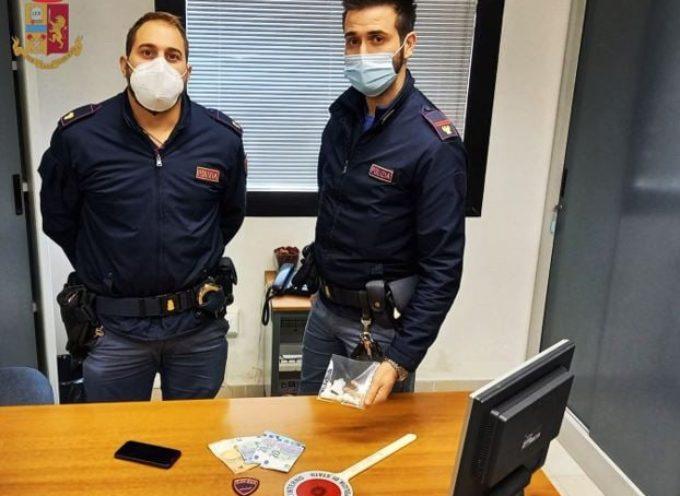 La Polizia di Stato ha arrestato un magrebino per spaccio di stupefacenti.