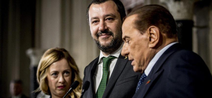 """Salvini attacca Berlusconi: """"In FI si pensa agliinciuci"""""""