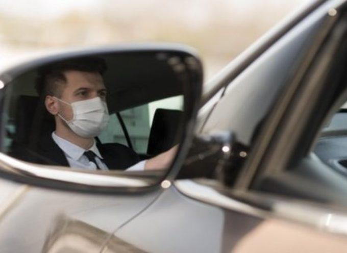 Quante persone in auto: regole da rispettare in macchina, moto e bici