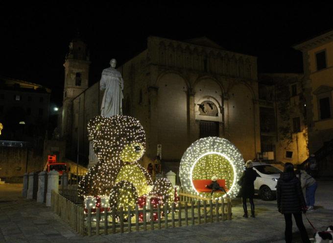 l'incanto del Natale tra speranza, solidarietà e gratitudine, acceso il grande abete di Piazza Duomo