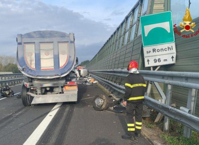Spaventoso incidente sulla A12: auto si ribalta, conducente in codice rosso a Cisanello