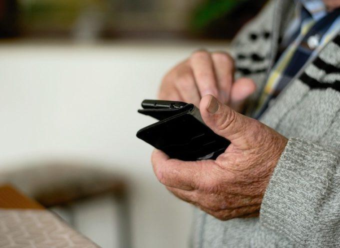 la Regione sostiene l'acquisto di strumenti per la comunicazione a distanza con gli anziani