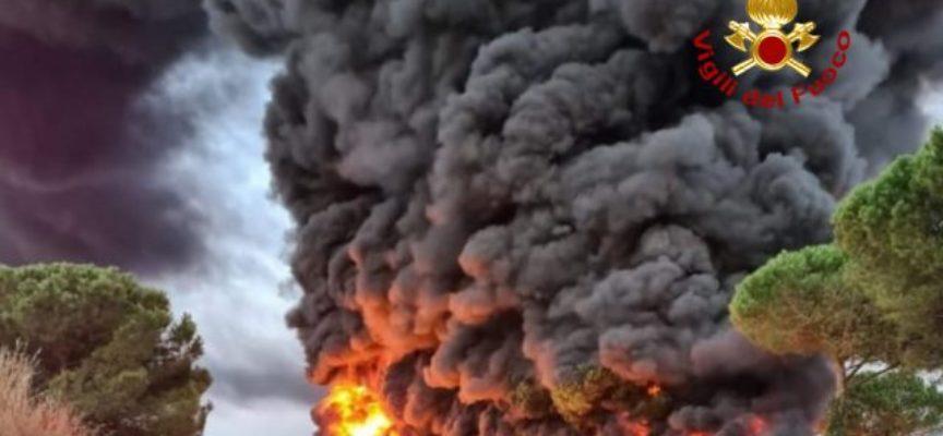 Cisterna in fiamme in Fi-Pi-Li,