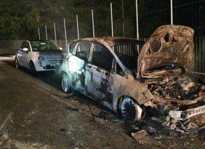 Auto in fiamme a Fornaci di Barga