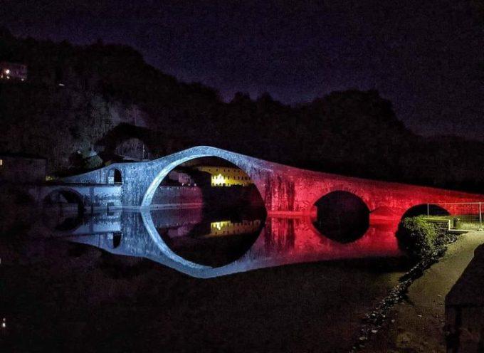 Il nostro Ponte del Diavolo è simbolo di speranza, l'emblema della Bellezza che nel buio della notte già disegna l'alba.