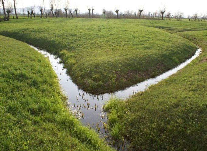 In inverno, una delle occupazioni dei contadini era tenere ben puliti i fossi.
