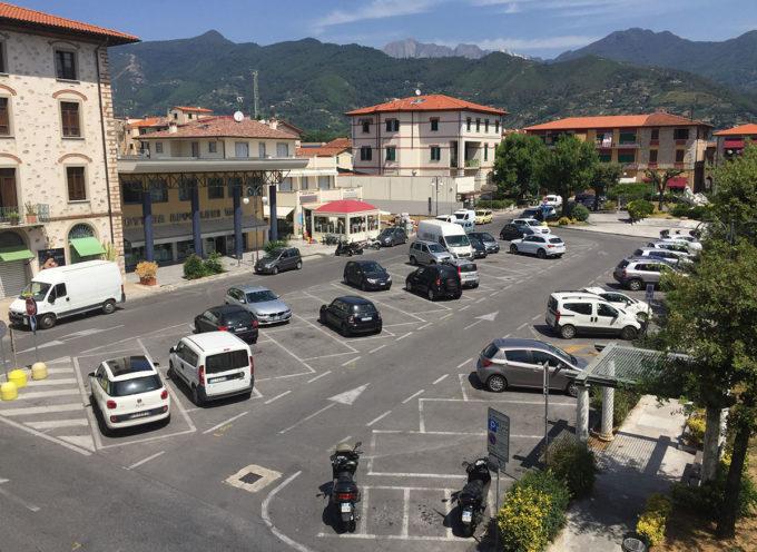 Viabilità: disco orario nelle piazze Matteotti e Pellegrini e Querceta per facilitare il commercio