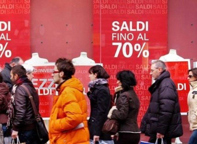 Shopping di Natale, il Governo pensa a nuova stretta