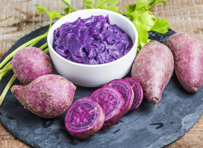 """Patate viola: le fantastiche proprietà, gli usi e le ricette per cucinare il tubero """"salva-salute"""""""