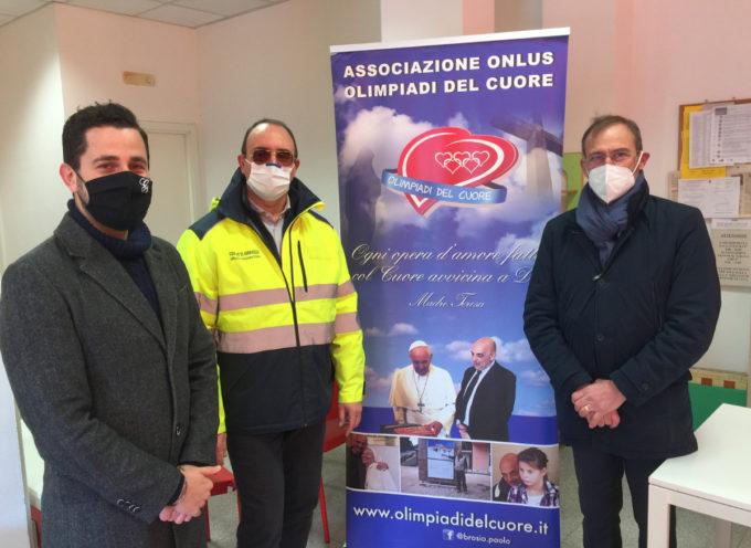 """Protezione civile: 5000 mascherine FFP2 per i cittadini di Seravezza dall'associazione """"Olimpiadi del Cuore"""" di Paolo Brosio"""