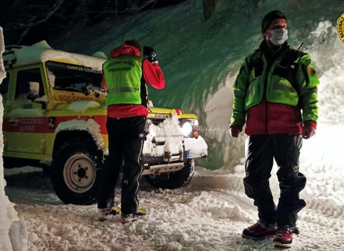 Continuano le operazioni di sgombero dalla neve all'Abetone